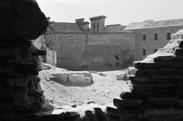 Convento de Santa Úrsula y solar de la Plaza del Salvador septiembre de 1962. Fotografía de Harry Weber. Österreichische Nationalbibliothek