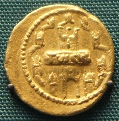 RRC 515/1 gold aureus of Servius Sulpicius 43BC with city view of Tusculum inscribed TVSCVL on display in the British Museum