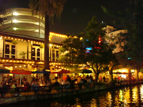 San Antonio Riverwalk (Credit: jdtornow on Flickr.com)