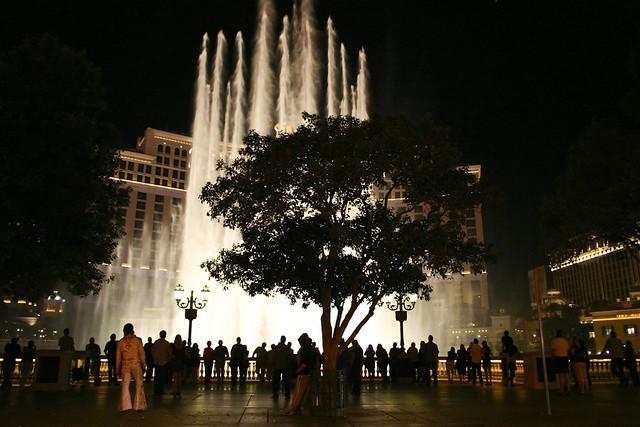 Bellagio Fountains at night in Las Vegas, Nevada - Flickr CC prud_de