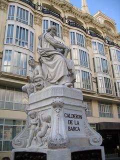 Estatua Calderón de la Barca 의 이미지. madrid geotagged literature literatura calderondelabarca