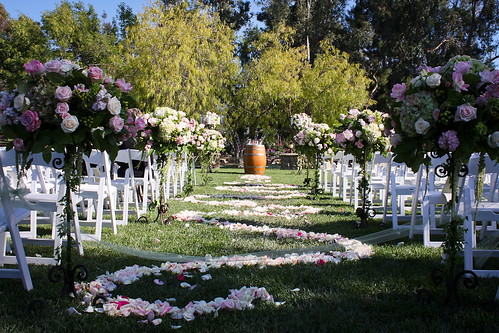 Outdoor Wedding Decorations: Flowers