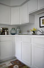 cuisine classique(0.0), furniture(0.0), laminate flooring(0.0), laundry room(0.0), hardwood(0.0), floor(1.0), kitchen(1.0), countertop(1.0), white(1.0), room(1.0), property(1.0), interior design(1.0), cabinetry(1.0), flooring(1.0),