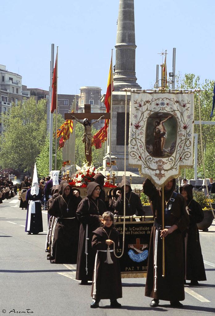 Guión de la Cofradía de la Crucifixión de Zaragoza
