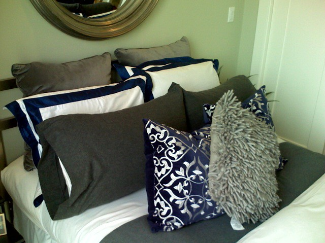 5(!) rows of pillows