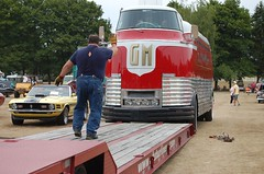 Futurliner 10 is loaded on trailer_08