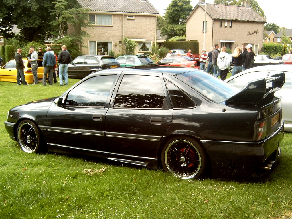 """Tuned"" 1992 Opel Vectra"
