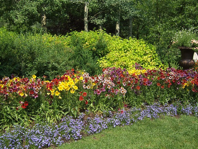 brick flower bed borders flower bed edging flower bed border idea ...