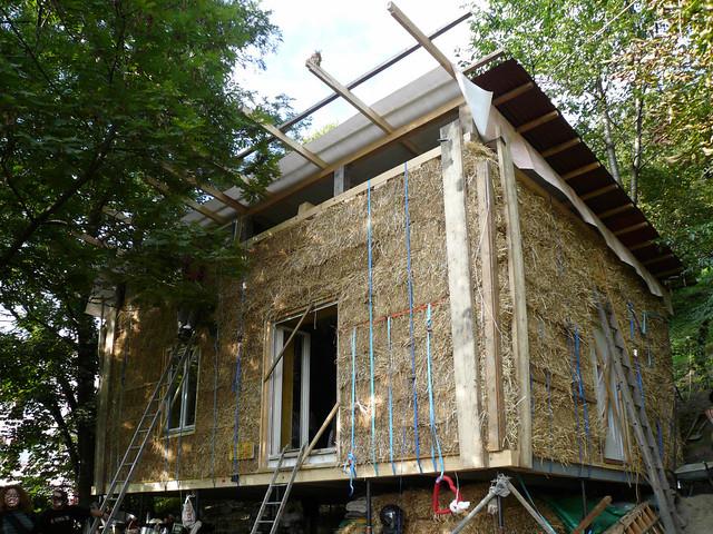 la maison en bottes de paille du collectif straw d 39 la bale flickr photo sharing. Black Bedroom Furniture Sets. Home Design Ideas