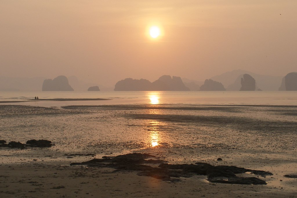 Sunrise on Koh Yao Noi (2007-03-004)