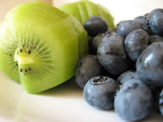kiwi and blueberries