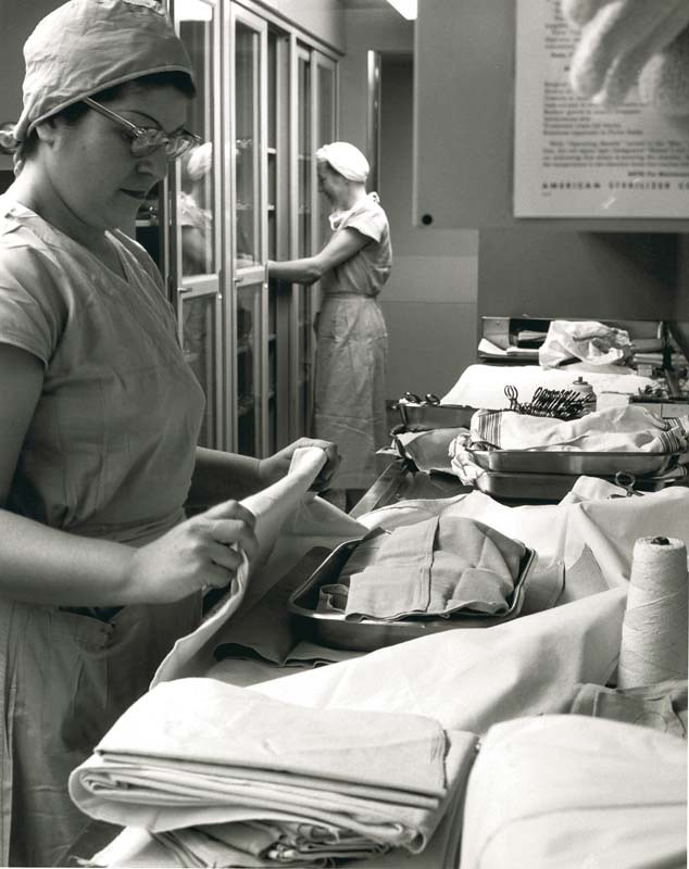 Unidentified persons preparing for operating room | The orig… | Flickr