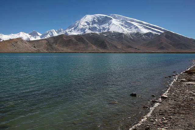 カラクリ湖とムスターグ・アタ峰