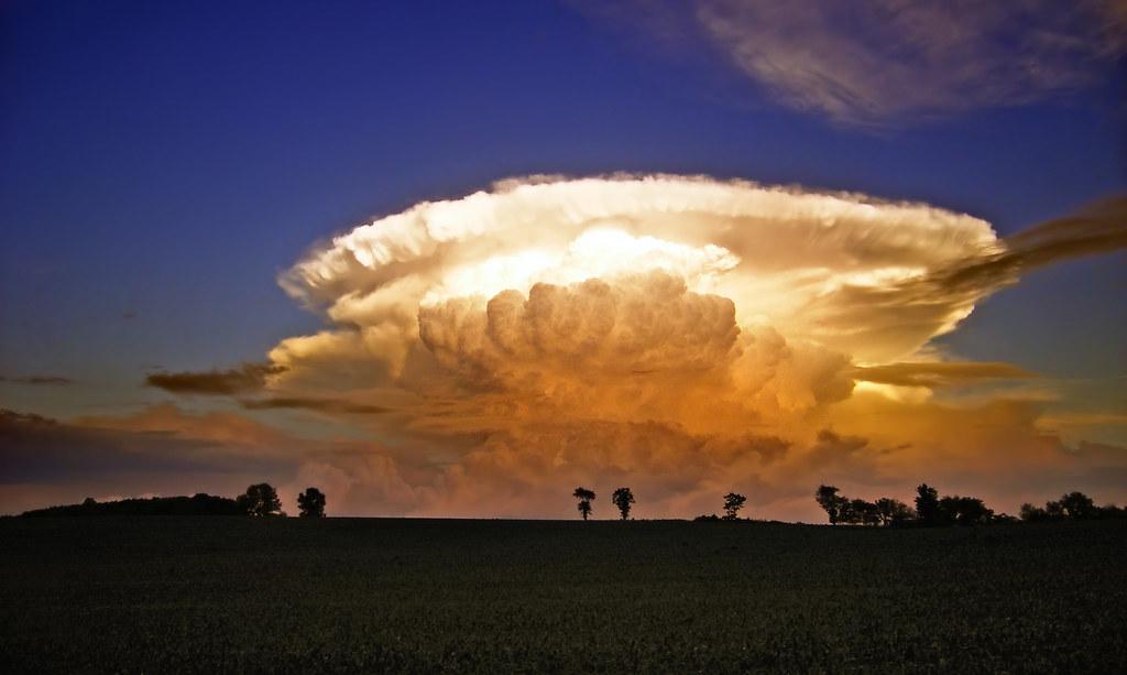 облако - наковальня