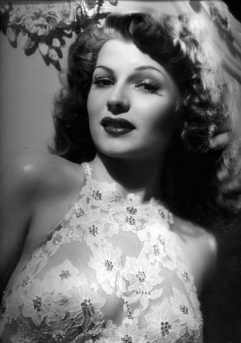 Rita Hayworth - Photo Actress