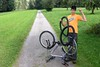 Unmögliche Reifenpanne by fotofutzi