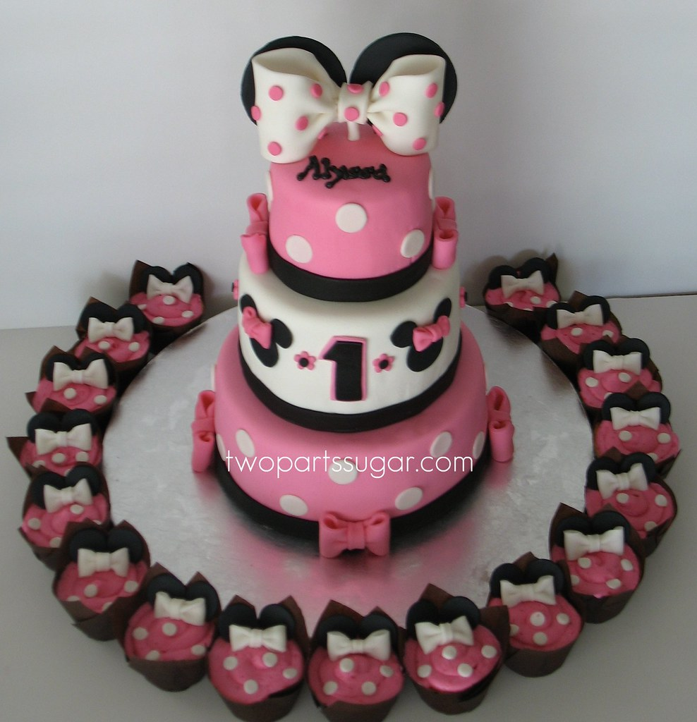 Minnie Mouse cake/cupcakes - a photo on Flickriver