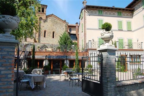 LEON D'ORO CASTELL'ARQUATO - HOTEL DE CHARME il cancello d'ingresso al Don Ferdinando