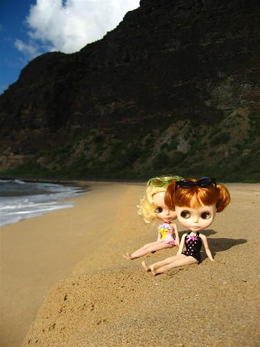 Girls at Polihale