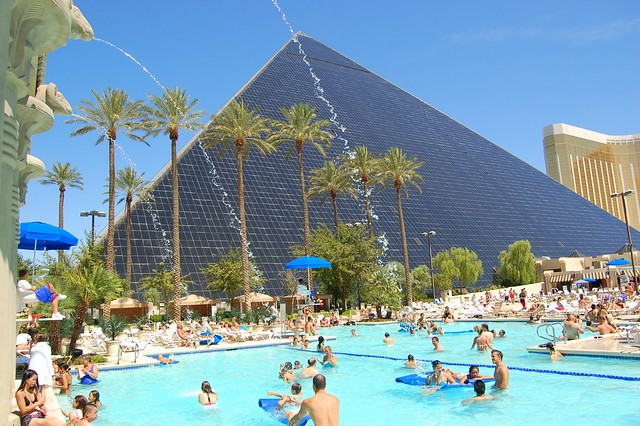 Luxor Pool Complex Vegas Baby By Trilauratri Flickr Photo Sharing