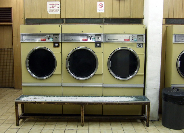 Wash your clothes in Laundrette