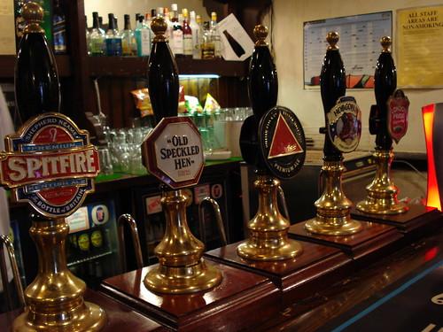 Handpumps at the Bree Louise, Euston