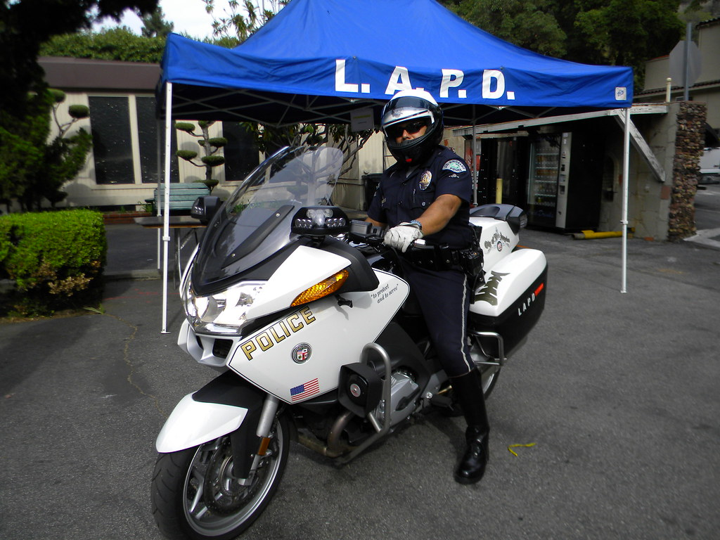 Lapd Newest 2010 Bmw Motor Traffic Officer With Wrap