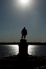 John Smith monument overlooks the James River