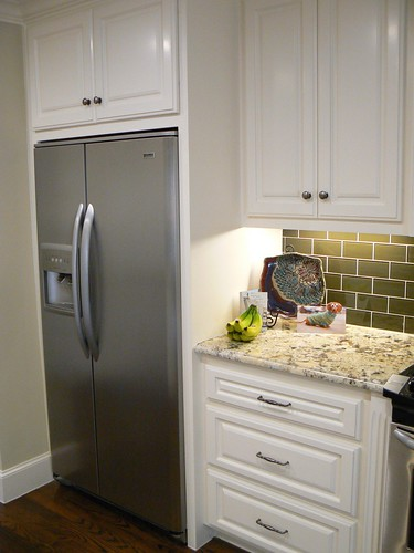 how to make your fridge look like a cabinet. Black Bedroom Furniture Sets. Home Design Ideas