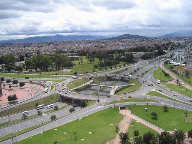 Развязка с отдельным уровнем для пешеходов и велосипедистов в Боготе