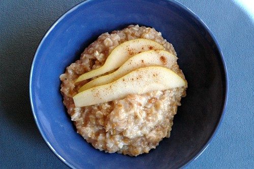 oatmeal with pears, cinnamon, and a dash of maple syrup