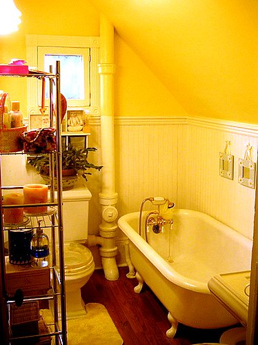 yellow bathroom design bathroom designs in pictures. Black Bedroom Furniture Sets. Home Design Ideas