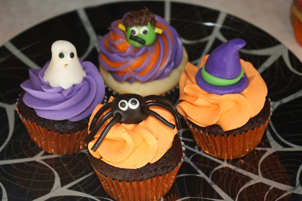 Halloween Cupcake Decorating Ideas Gummy Worms : Halloween cupcakes, including gummy worm dirt cupcakes by ...