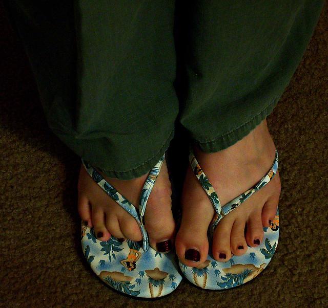 Girls Toenails Flip Flops