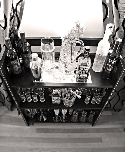 DIY mini bar+black and white+booze display+diy furniture+tiffanys decanter