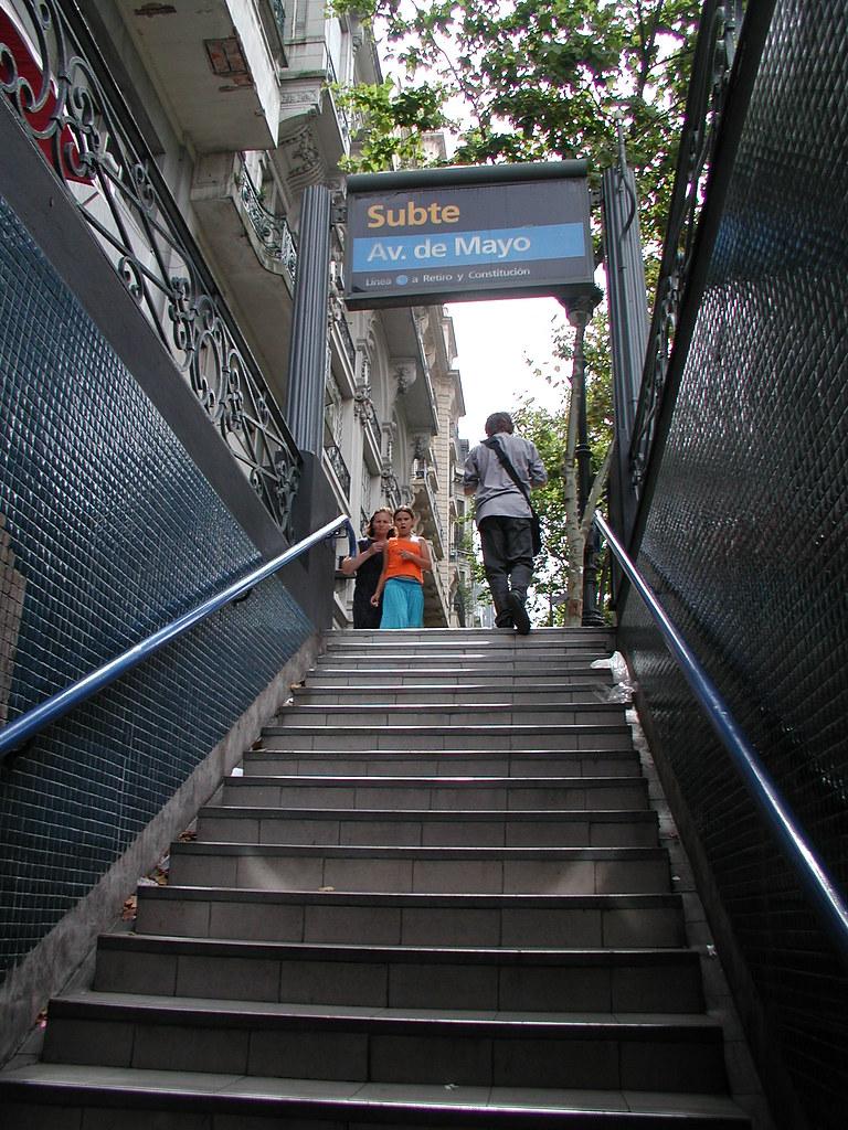 Saliendo Del Subte Plaza De Mayo Ron Terrazas Flickr