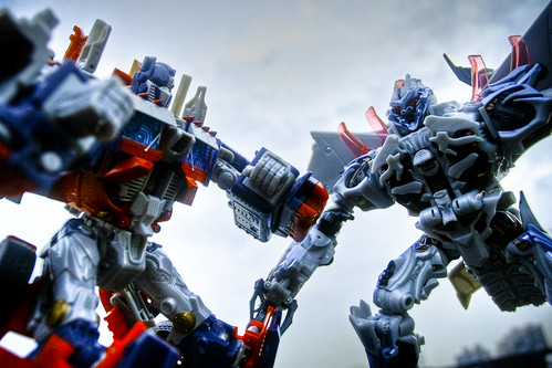 Optimus Prime vs. Megatron (HDR)