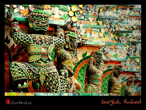 the colorful gurdians of wat arun