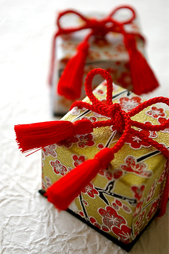 Japanese style mini jewelry box flickr photo sharing for Japanese wrapping