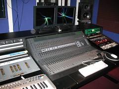 synthesizer(0.0), audio engineer(0.0), personal computer hardware(1.0), musical keyboard(1.0), multimedia(1.0), electronics(1.0), electronic keyboard(1.0), computer hardware(1.0), electronic instrument(1.0),