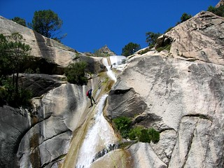 Rappel de canyoneurs à la 2ème cascade de 40 m du Purcaraccia)
