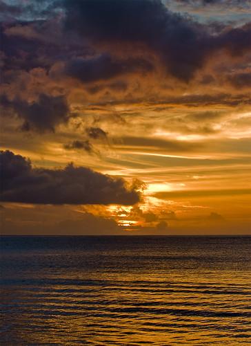 ocean sunset sea orange sun mer sol water clouds island islands mar holidays indian nubes seychelles bye indic islas aigua meteo posta illa nuvols taronja vespre mahe adios aurevoir illes mahé adeu vesprada seselwa 100commentgroup orevwar
