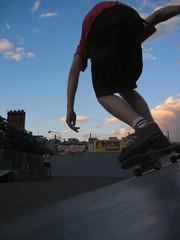 longboard(0.0), skate(0.0), skateboarding--equipment and supplies(1.0), boardsport(1.0), skateboarding(1.0), sports(1.0), recreation(1.0), skateboard(1.0), outdoor recreation(1.0), longboarding(1.0), extreme sport(1.0), skateboarder(1.0),