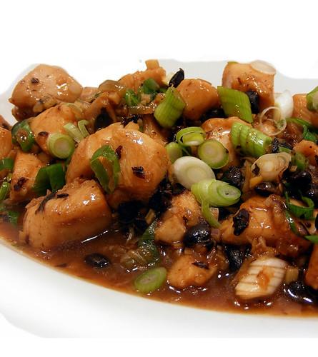 Geroerbakte kip met zwarte boontjes