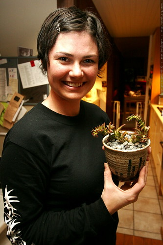 rachel and her new succulents from chips & anna    MG 3684