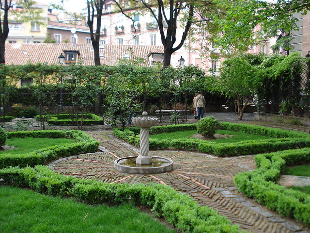 Jard n del pr ncipe anglona plaza de la paja madrid for Jardines de plaza