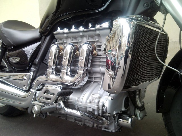 Street Fighter Motorcycle >> Triumph Rocket III - Engine | As of as of September 2008 ...