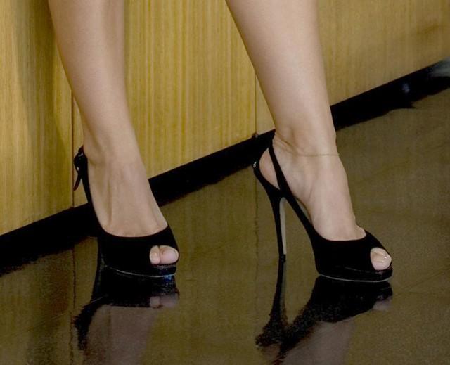 Celebrity feet lick