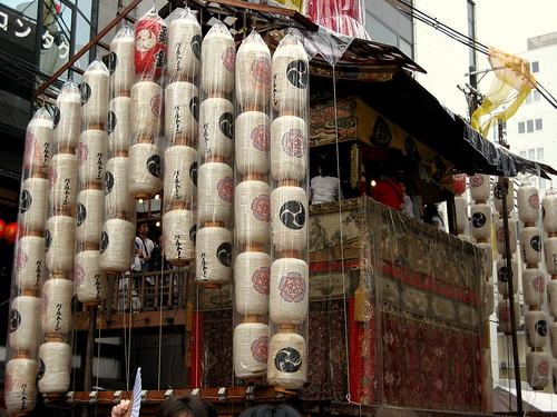 Yamaboko protegido contra la lluvia