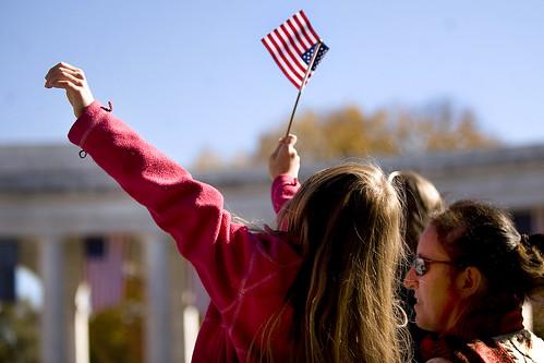 Flag girl アメリカ国防総省を管轄する警察当局主任からの念のためのお知らせにはこう書..